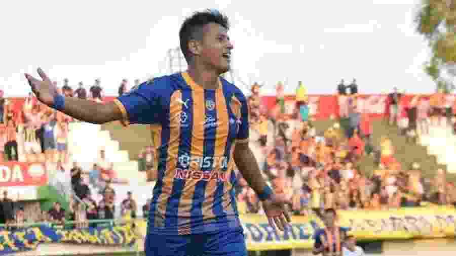 Luis Ibarra fez seu primeiro gol como profissional em 2018, mas já tem moral com seus companheiros no Sportivo Luqueño - Sportivo Luqueño/Divulgação