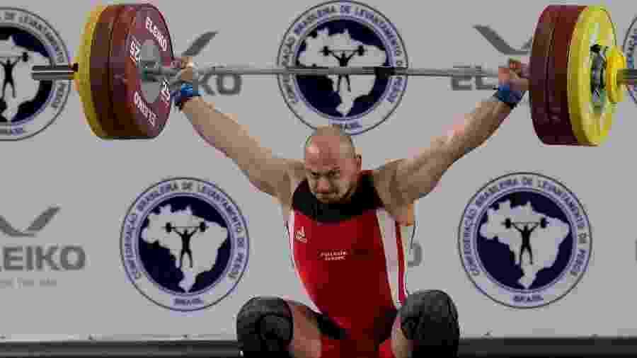 Serafim Veli, atleta do levantamento de peso - Washington Alves/CBLP
