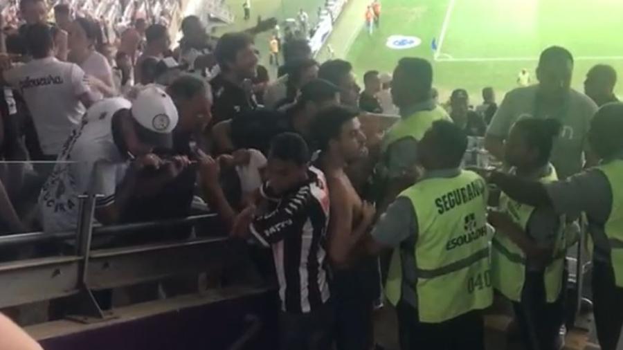 Briga na saída de Cruzeiro x Atlético-MG no Mineirão - Reprodução/TV UOL