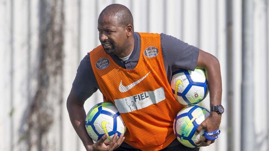 Ex-volante soma dez títulos pelo clube: seis como jogador e quatro como auxiliar técnico - Daniel Augusto Jr.