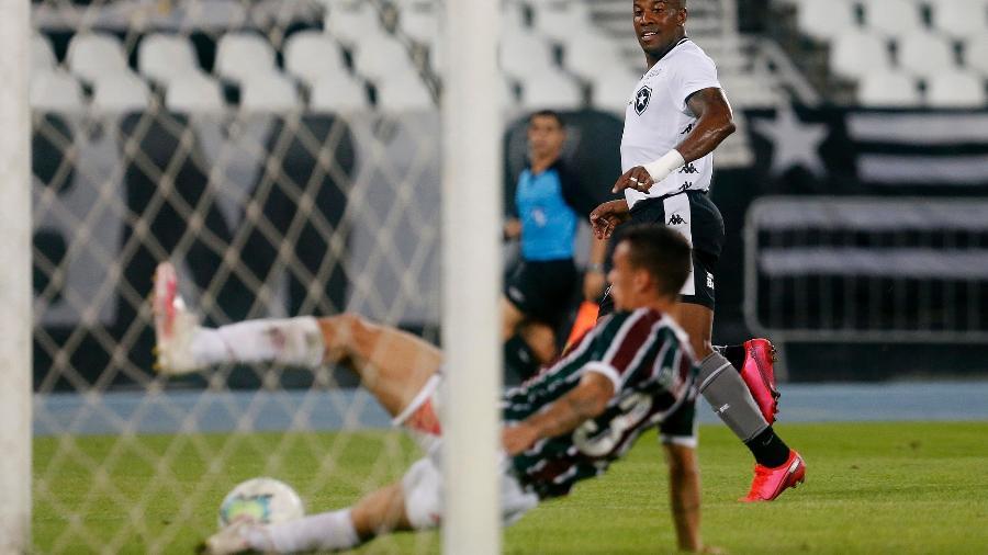 Jovem lateral Calegari foi bem como titular do Fluminense e salvou um gol do Botafogo em cima da linha - Vitor Silva/Botafogo