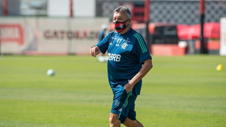 Domènec Torrent comanda treino do Flamengo no Ninho do Urubu. Técnico estuda opções - Alexandre Vidal/Flamengo