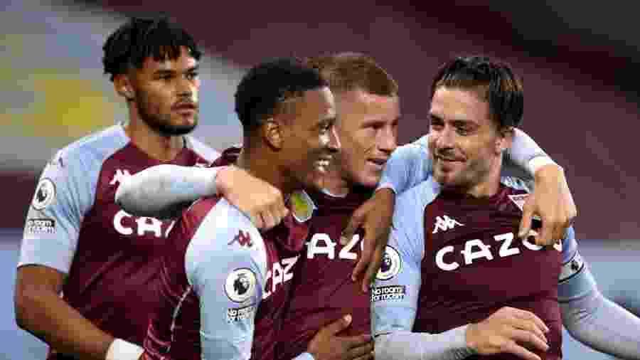 Jogadores do Aston Villa comemoram gol sobre o Liverpool - Peter Powell/PA Images via Getty Images
