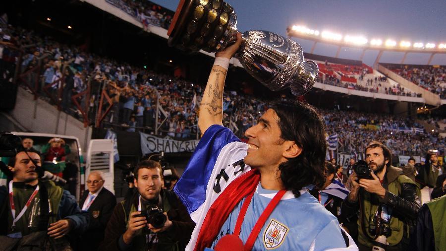 Loco Abreu comemora título da Copa América de 2011 - Buda Mendes/LatinContent via Getty Images