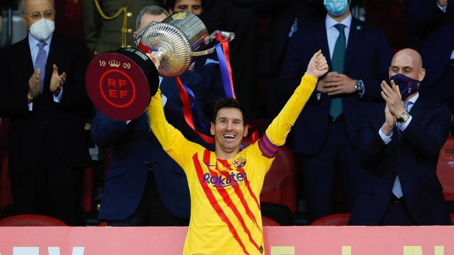 Messi levanta a taça da Copa do Rei pelo Barcelona como capitão - RFEF/RFEF/Handout via REUTERS