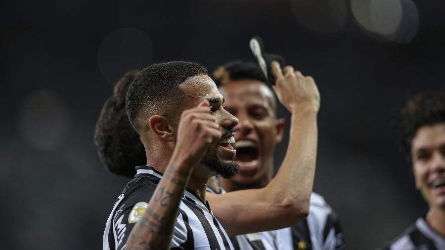 Calebe foi um dos destaques do Atlético-MG na vitória por 3 a 1 sobre o Santos - Pedro Souza/Atlético