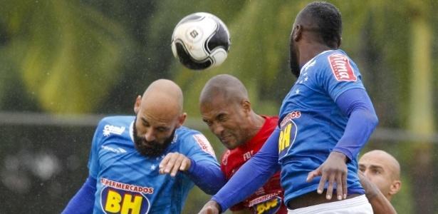Bolas paradas geraram os gols no jogo-treino e Deivid vai trabalhar para evitar os erros - Washington Alves/Light Press/Cruzeiro