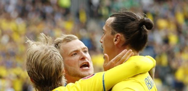 Ibra comemora gol após jogada criada pela Suécia