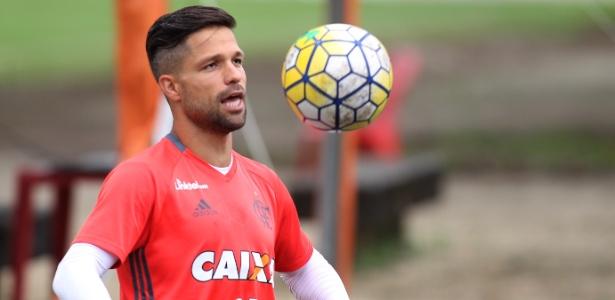 Diego esteve em campo para os primeiros treinamentos da semana