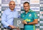 Presidente do Palmeiras recebe presente em Chapecó após amistoso
