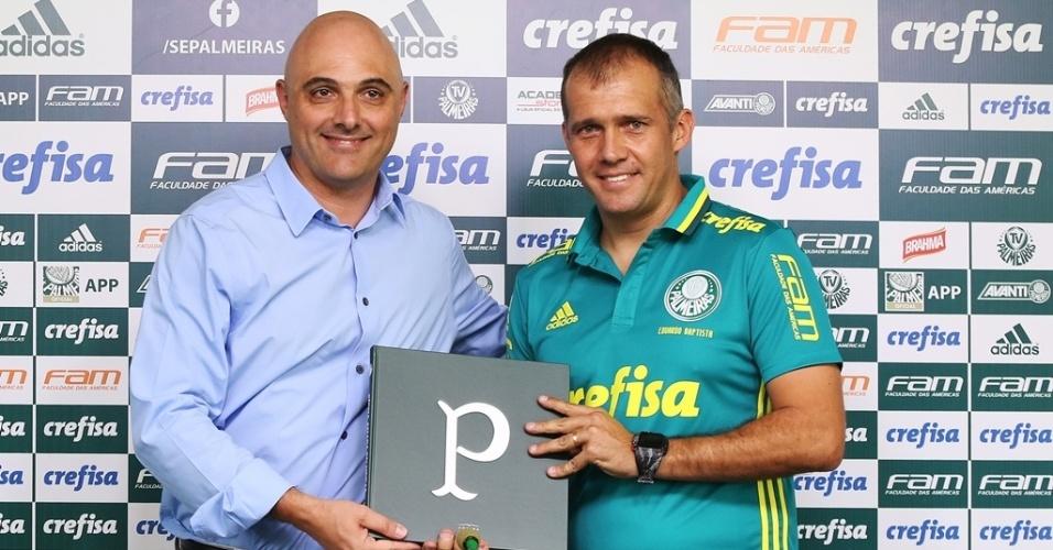Maurício Galiotte apresenta o técnico Eduardo Baptista na Academia de Futebol do Palmeiras