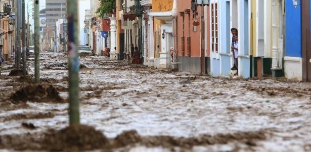 Peru sofre com enchente. Presidente peruano assegura Jogos em meio a desastre  - AFP PHOTO / CELSO ROLDAN