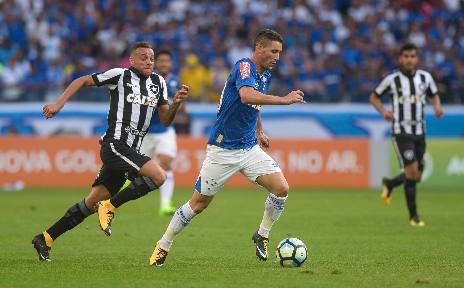 Cruzeiro e Botafogo empatam sem gols em reencontro de Sassá com ex-clube -  06 08 2017 - UOL Esporte e37ce50718ead
