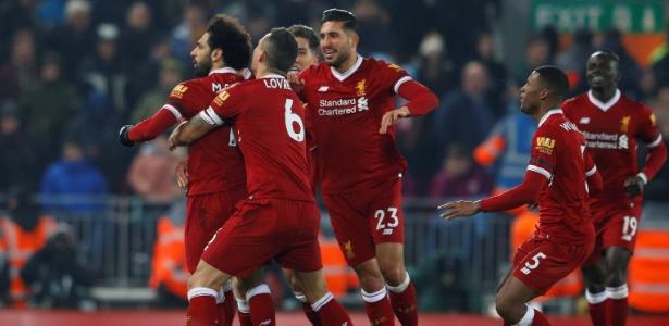 Jogadores do Liverpool comemoram vitória diante do Manchester City