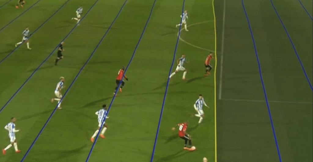 TV inglesa mostra marcação virtual do árbitro de vídeo com linhas tortas