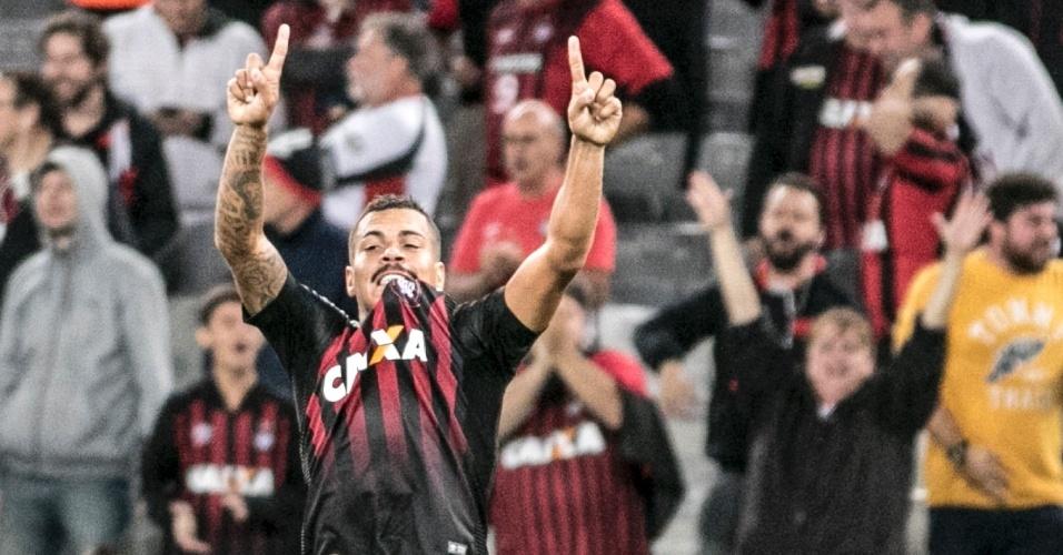 Mais Brasileiro | Em partida com 6 gols, Atlético-PR vence Chape de virada; veja os gols