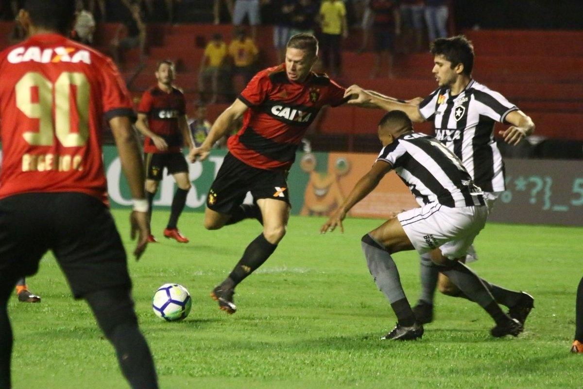 Marlone chuta a gol na partida Sport x Botafogo pelo Campeonato Brasileiro 2018