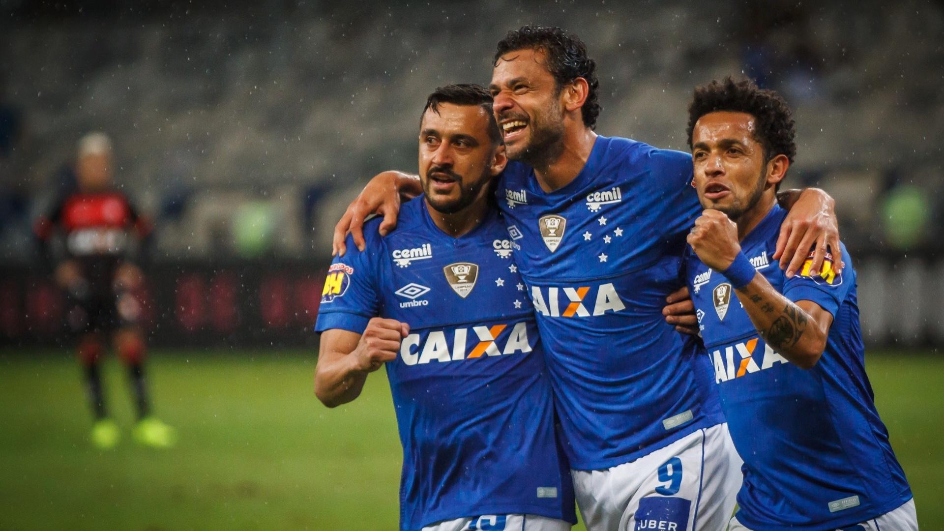 Fred comemora gol do Cruzeiro contra o Vitória