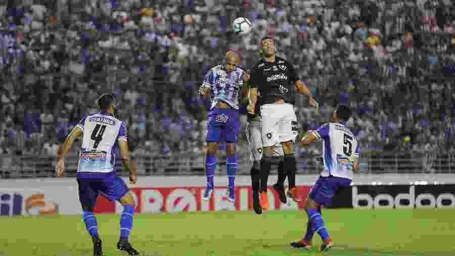 No primeiro turno, o Botafogo levou a melhor sobre o CSA após vitória por 2 a 1 em Alagoas - Itawi Albuquerque/AGIF