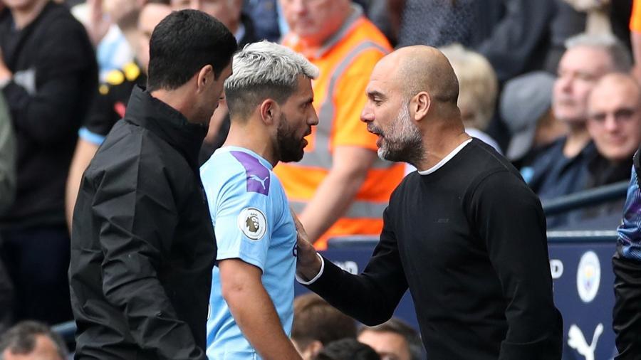 Aguero discute com Pep Guardiola após ser substituído por Gabriel Jesus - Carl Recine/Reuters