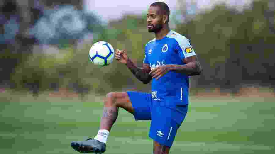 Zagueiro iniciou a transição para a preparação física e vive expectativa de reforçar o Cruzeiro contra o Flamengo - Bruno Haddad/Cruzeiro