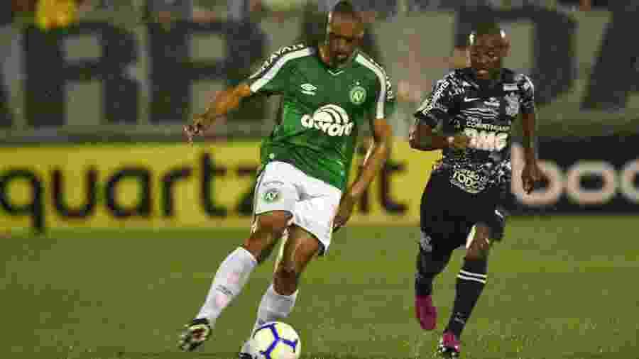 Douglas reforça a Chapecoense após cumprir suspensão - Renato Padilha/AGIF