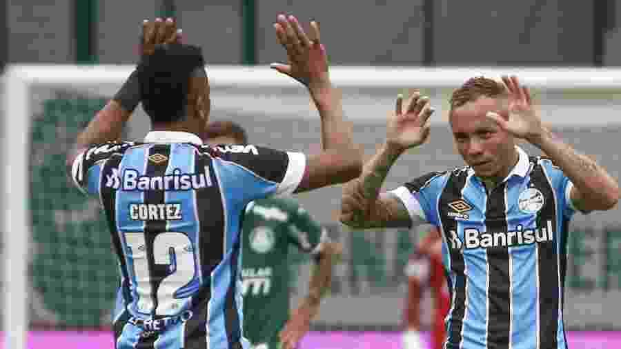 Everton comemora gol do Grêmio contra o Palmeiras -  Marcello Zambrana/AGIF