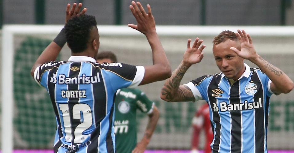 Everton comemora gol do Grêmio contra o Palmeiras