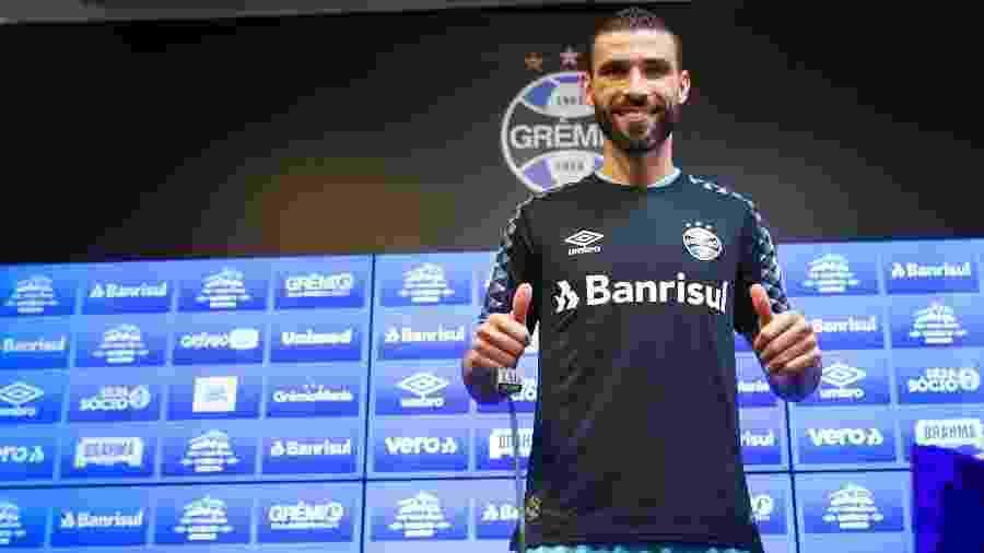 Vanderlei, goleiro ex-Santos, durante apresentação como jogador do Grêmio - Lucas Uebel/Grêmio FBPA