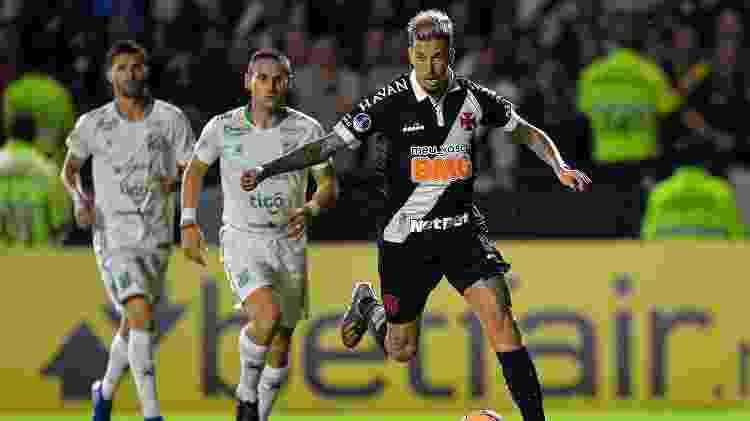 Volante Marcos Júnior foi titular no duelo contra o Oriente Petrolero - Thiago Ribeiro/AGIF