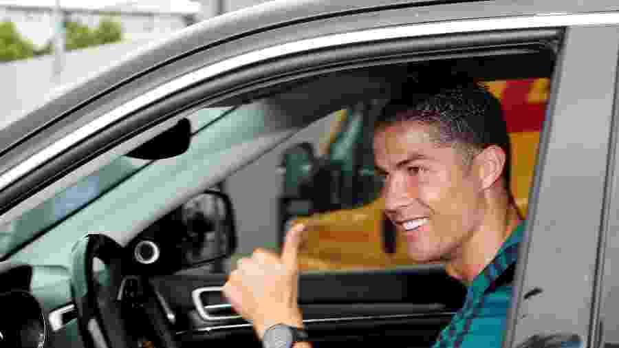 Cristiano Ronaldo apareceu na reapresentação na Juventus dirigindo um Grand Cherokee preto, supostamente com motor diesel - Alessandro Garofalo/Reuters
