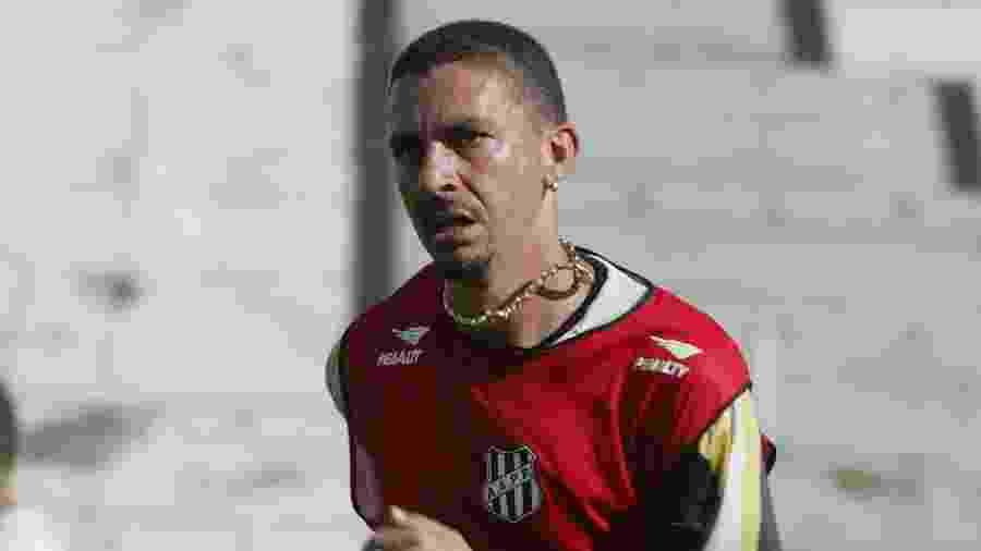 Piá em ação pela Ponte Preta na temporada 2003 - Jorge Araújo/Folhapress