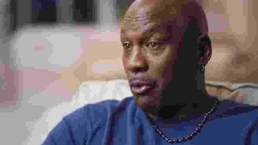 """Olhos amarelados de Michael Jordan na série """"The Last Dance"""" chamaram atenção - Reprodução/Netflix"""