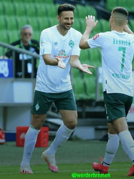 Claudio Pizarro (e) se aposenta aos 41 anos - Divulgação/Werder Bremen