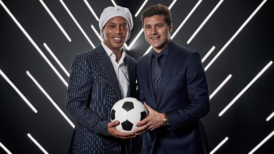 Mauricio Pochettino posa com Ronaldinho no prêmio Fifa Best de 2018 - Michael Regan - FIFA/FIFA via Getty Images
