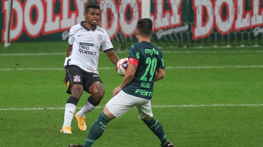Jemerson (Corinthians) e Willian (Palmeiras) durante clássico pela fase de grupos - Marcello Zambrana/AGIF