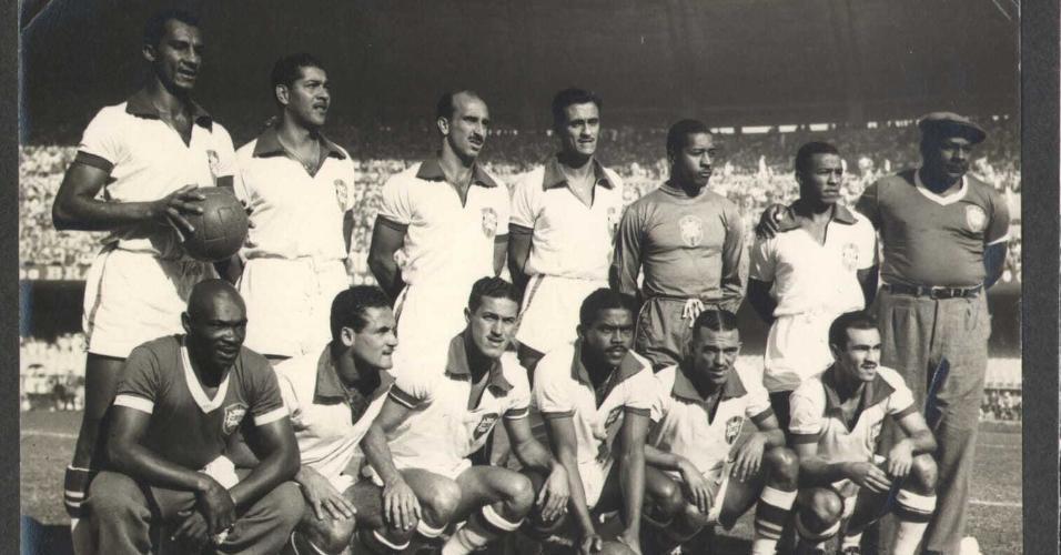Seleção brasileira na Copa de 1950, com o capitão Augusto da Costa