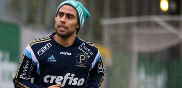 Valdívia alega que não recebeu uma parcela do bônus em 2012 por acerto com o clube