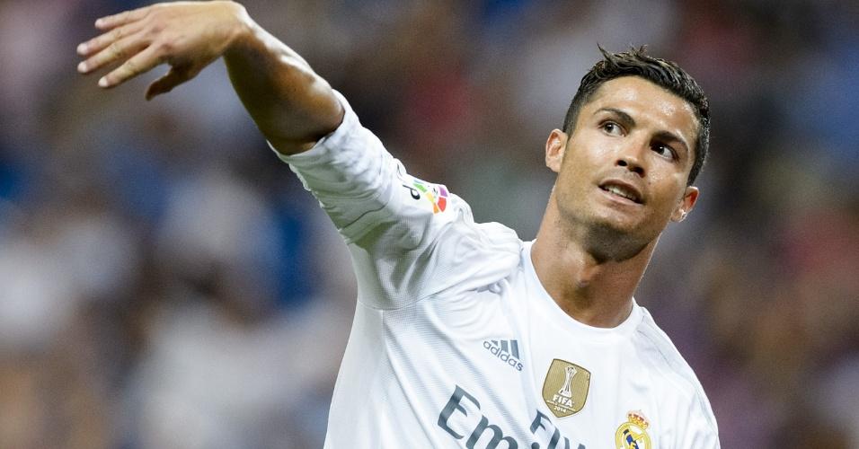 Cristiano Ronaldo gesticula após jogada do Real Madrid