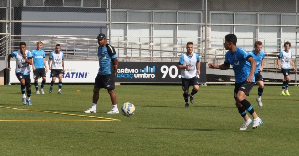 Roger Machado acompanha treinamento do Grêmio no CT Luiz Carvalho