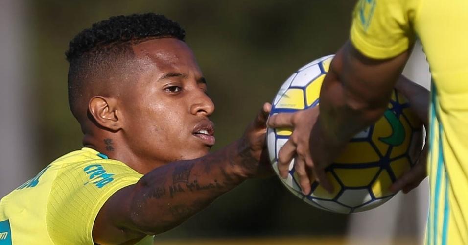 Tchê Tchê em ação em treino do Palmeiras na Academia de Futebol
