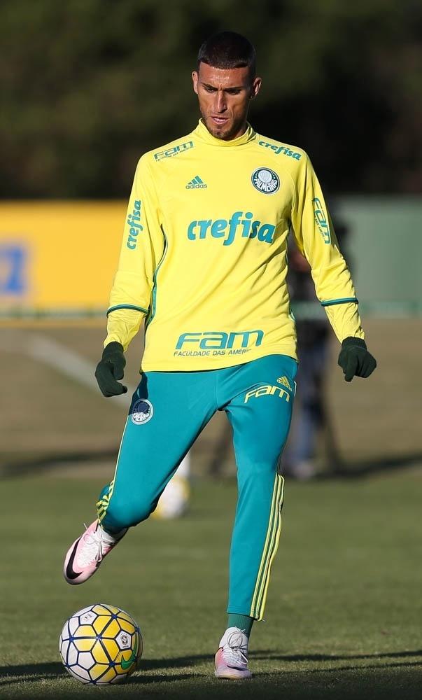 Rafael Marques em ação na Academia de Futebol