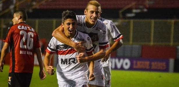 Pisano celebra primeiro gol marcado com a camisa do time pernambucano