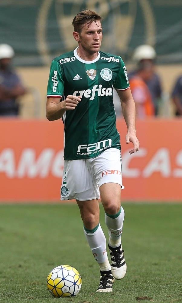 Fabiano durante jogo do Palmeiras contra a Chapecoense pelo Brasileirão