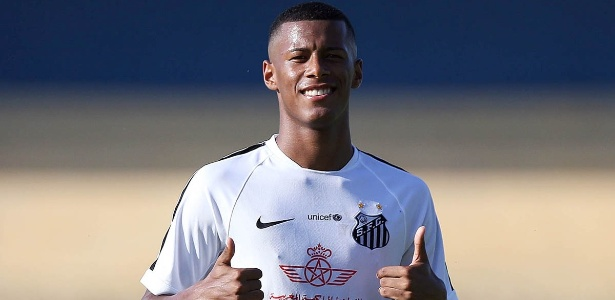 Arthur Gomes, atacante do Santos que começou 2017 com gol