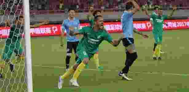 Anselmo Ramon em ação pelo Hangzhou Greentown FC  - Divulgação - Divulgação