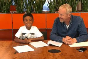 Shane Kluivert, de 9 anos, filho mais novo de Patrick Kluivert, assina com a Nike