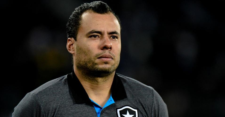 Jair Ventura observa o Botafogo contra o Santos