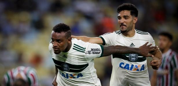 Zagueiro Cléber Reis (E) ainda não sabe o destino em 2018; Alan Santos (D), sairá