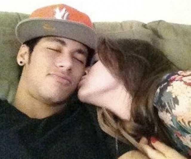 Neymar e Bruna Marquezine em uma foto que circulou na internet no fim de 2012, quando surgiram boatos de que eles estariam namorando